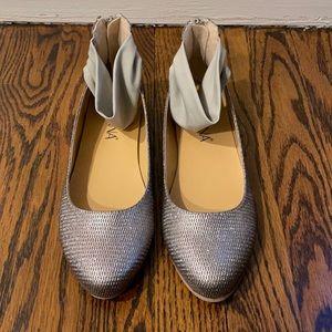 Like New Silver Ballet Flats
